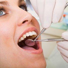 Füllungen für Zähne aus Kunststoff und Keramik